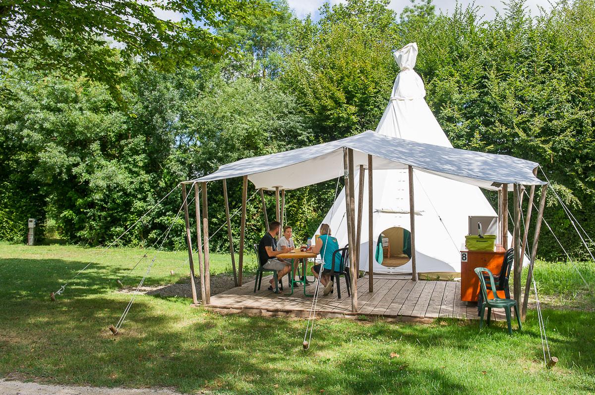 Camping 4 toiles avec piscines ain la plaine tonique for Camping 4 etoiles lozere avec piscine